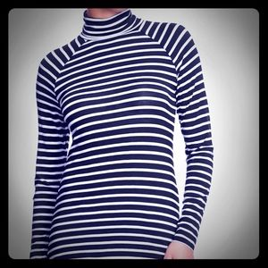 🛍️ EUC Old Navy Tissue Stripped Shirt ♀️